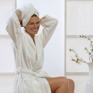 http://www.thegiftfactory.co.za/wp/wp-content/uploads/2016/03/Personalised-Toweling-Gown-B.jpg